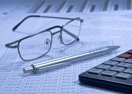 Калькулятор, биржевая сводка, очки